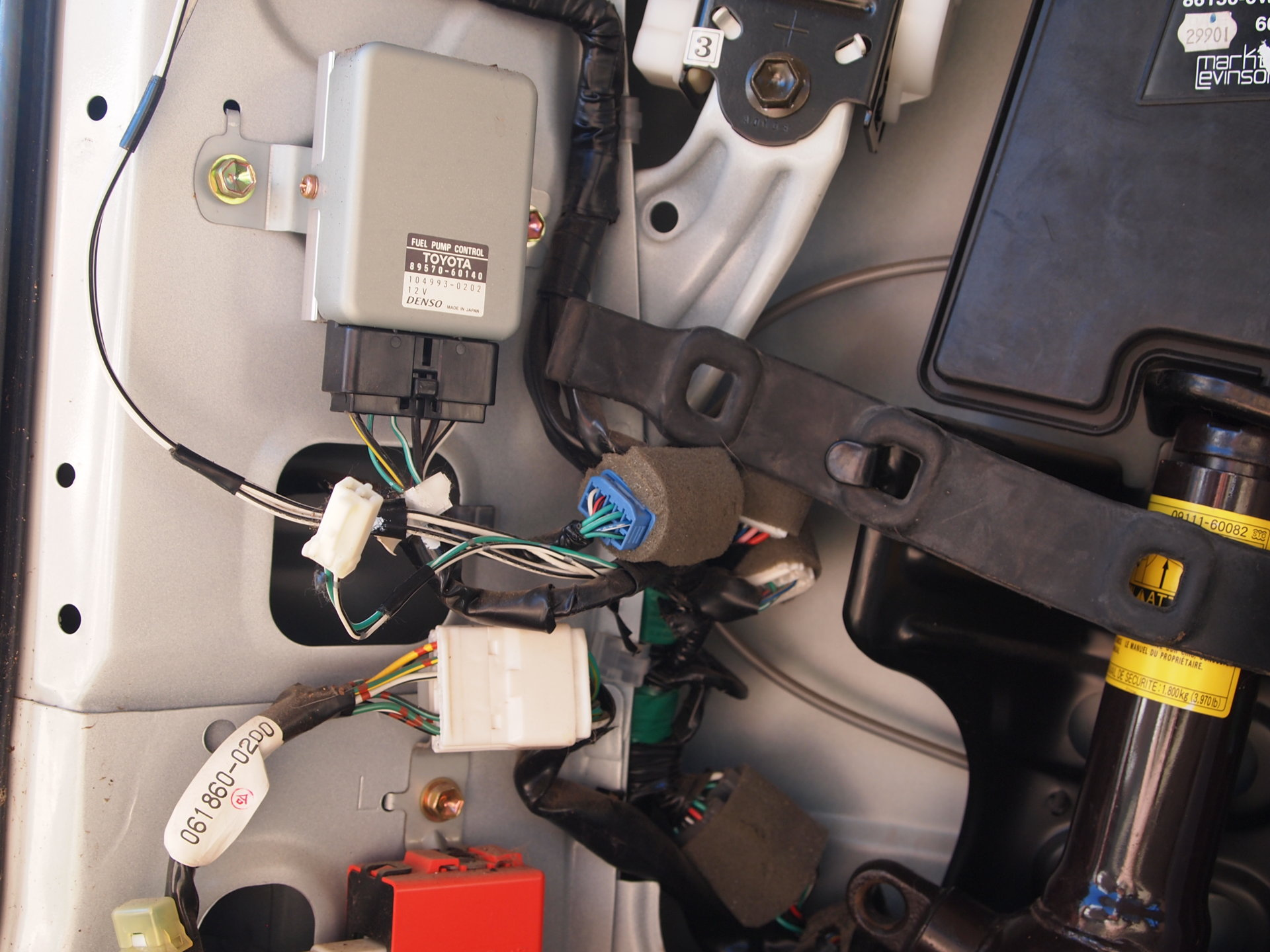 100 Series Fuel pump relay location | IH8MUD Forum