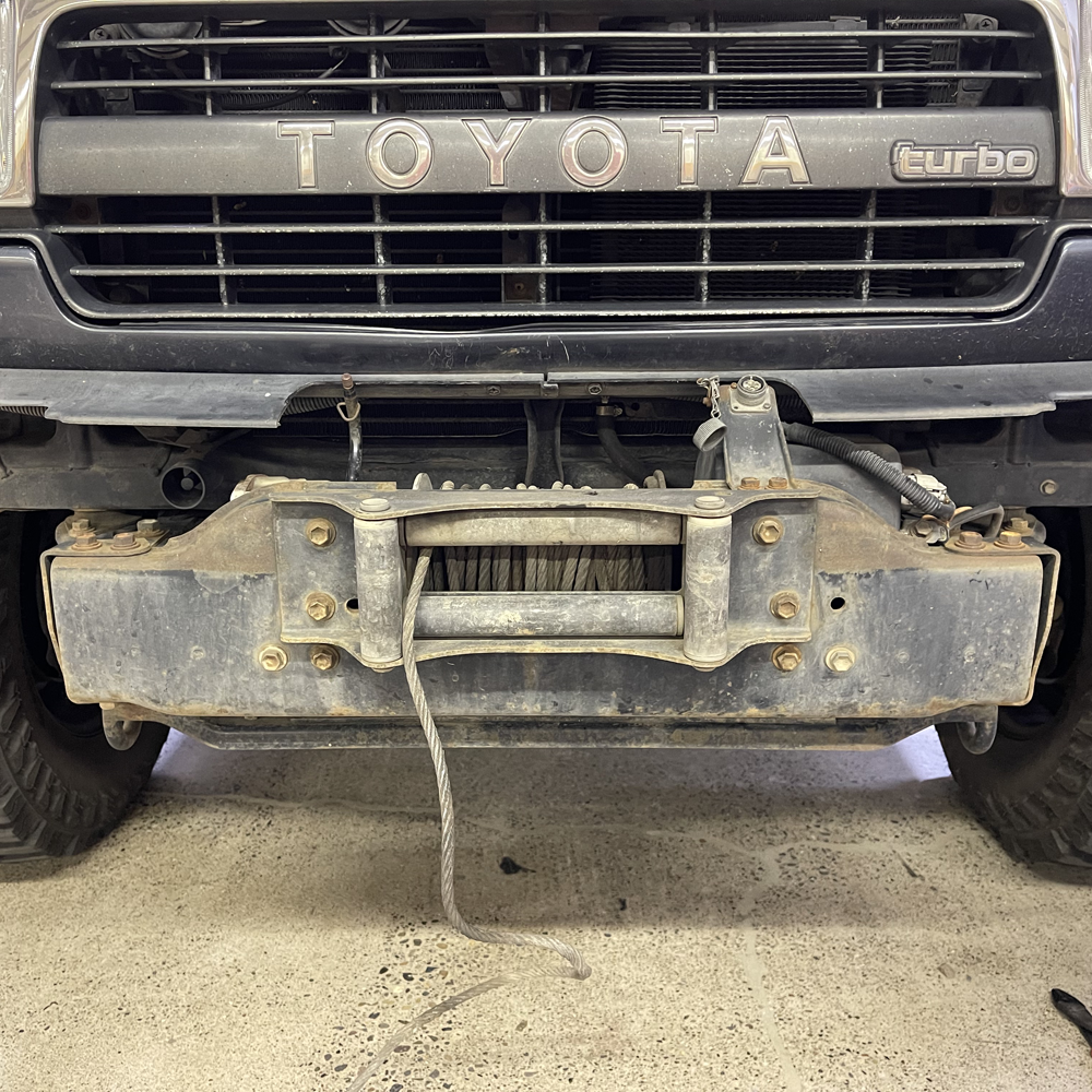 04-Winch--bumper-removed.png