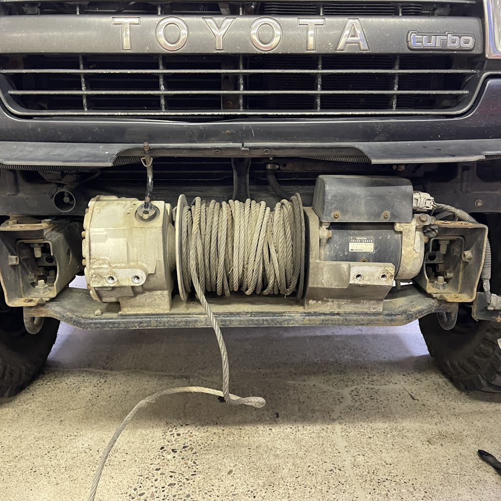 05-Winch-fairlead-plate-removed.png