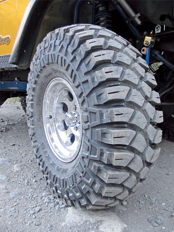 0609_4wd_02_z+1997_jeep_grand_cherokee+maxxis_tire.jpg