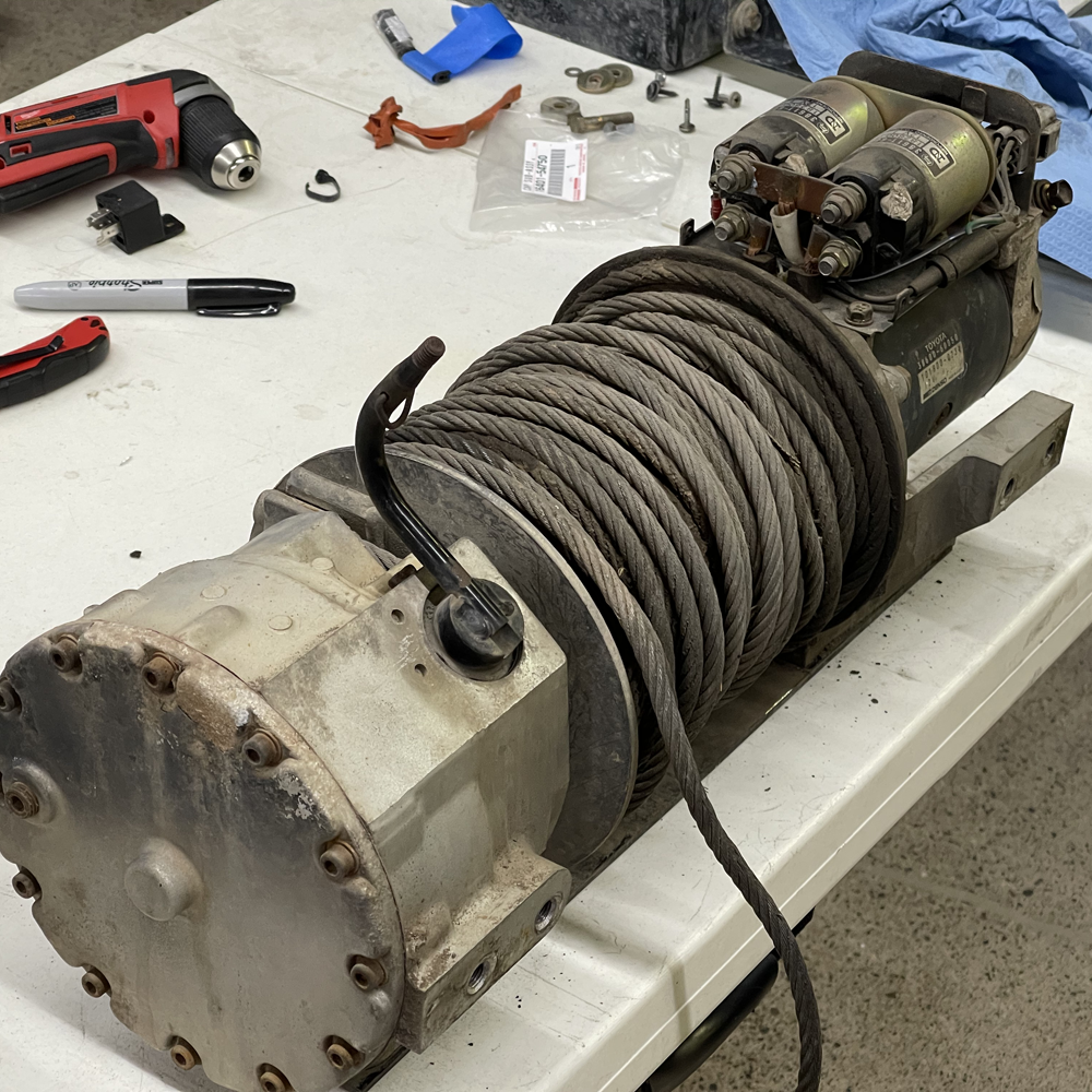 09-Toyota-Winch-onp-the-Table.png