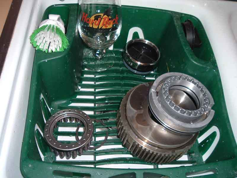 11-29-05 Cleaning rear Clutch assembly.jpg