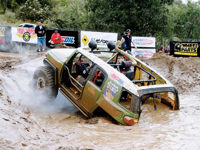 131_0912_06_+toyota_fj_cruiser+obstacle_course_river.jpg