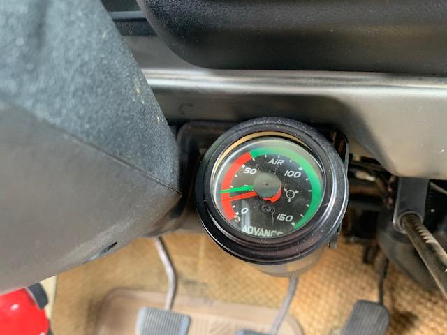 1978 Chinook Compressor gauge.jpg