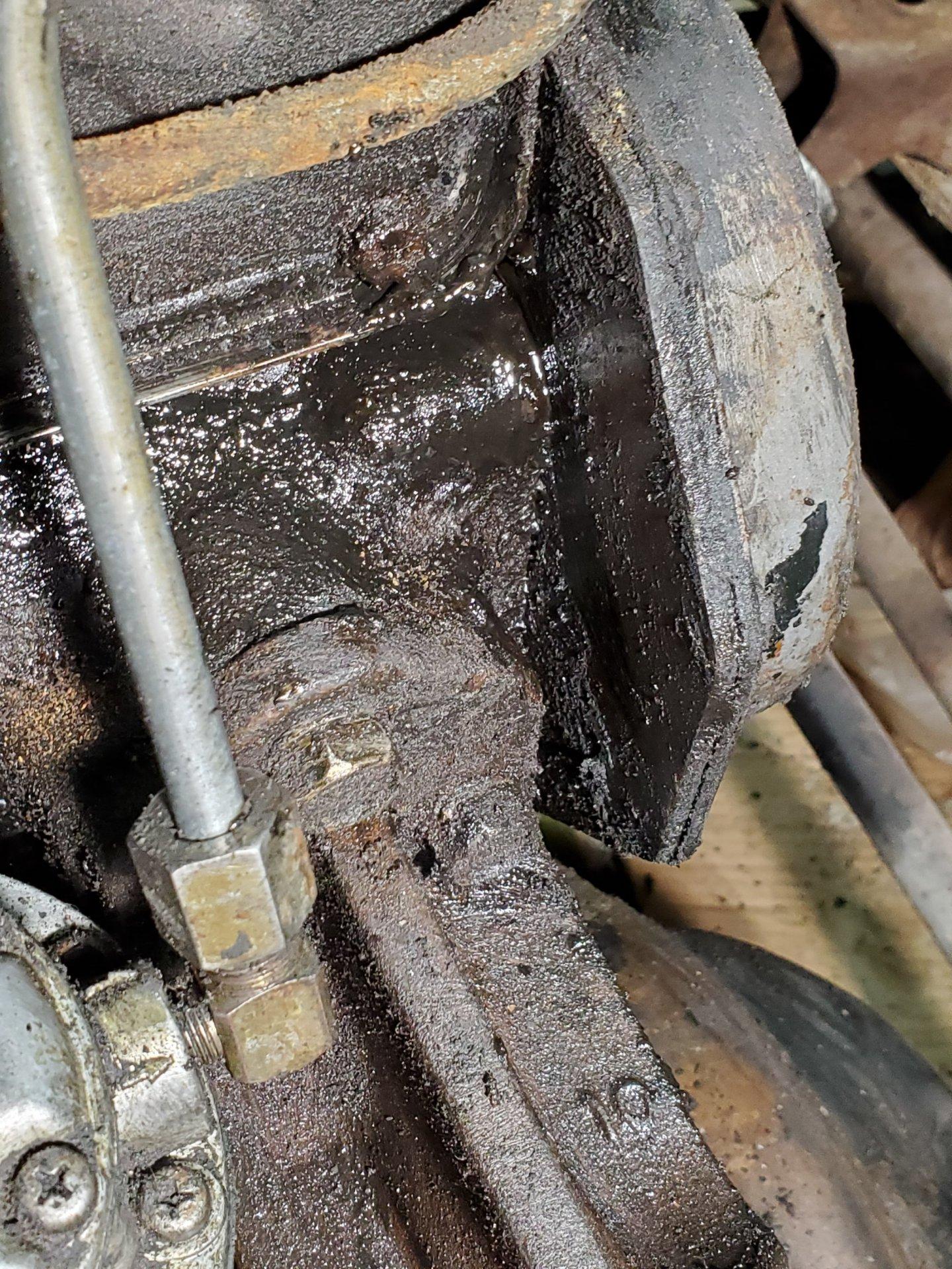 1978FJ40_OilLeak1.jpg