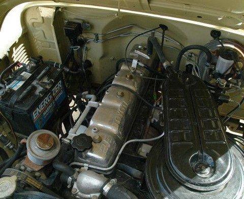 1984_Toyota_Land_Cruiser_HJ47_Troop_Carrier_Troopie_Engine_1.jpg