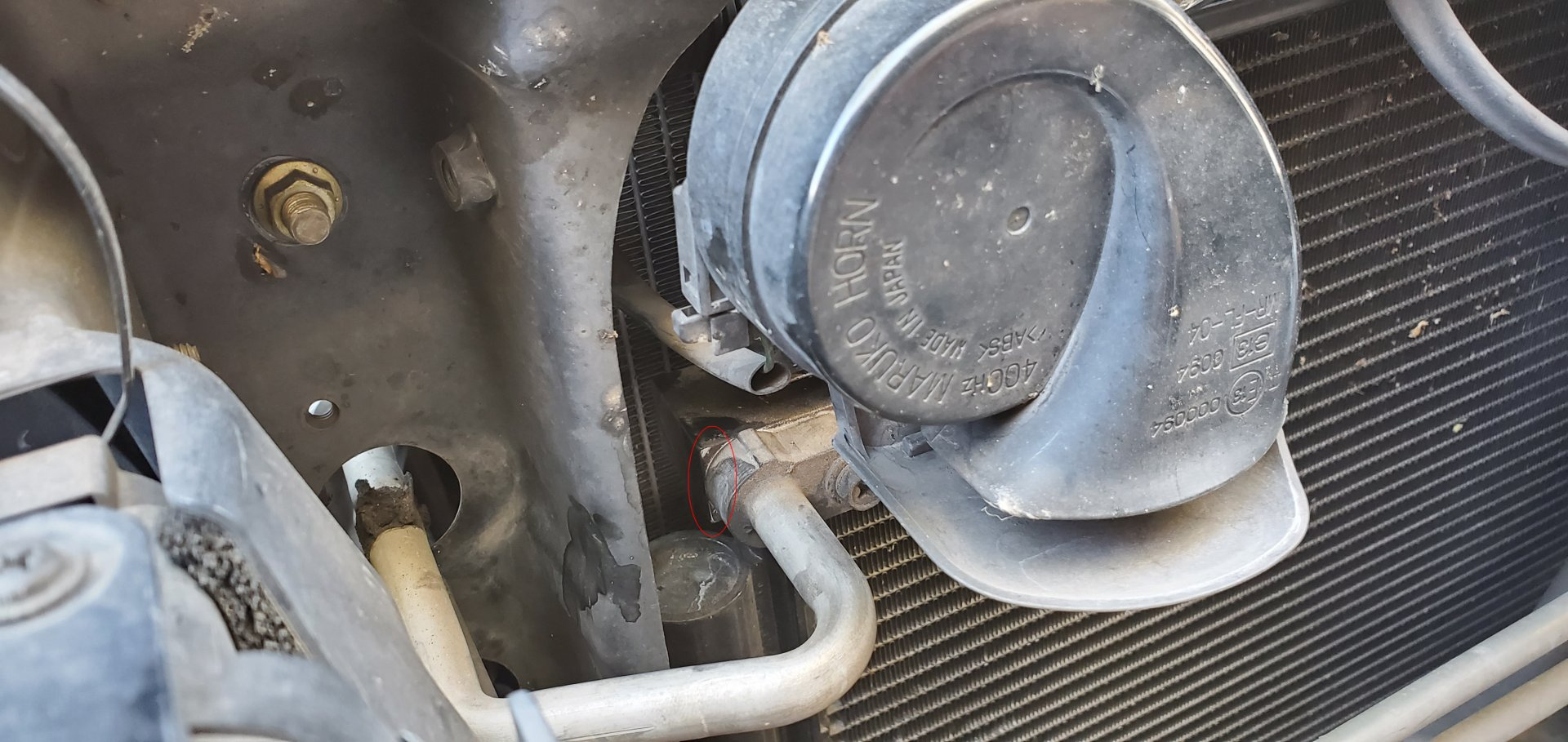 3. Leaking between Condenser & Discharge Pipe - 0.jpg