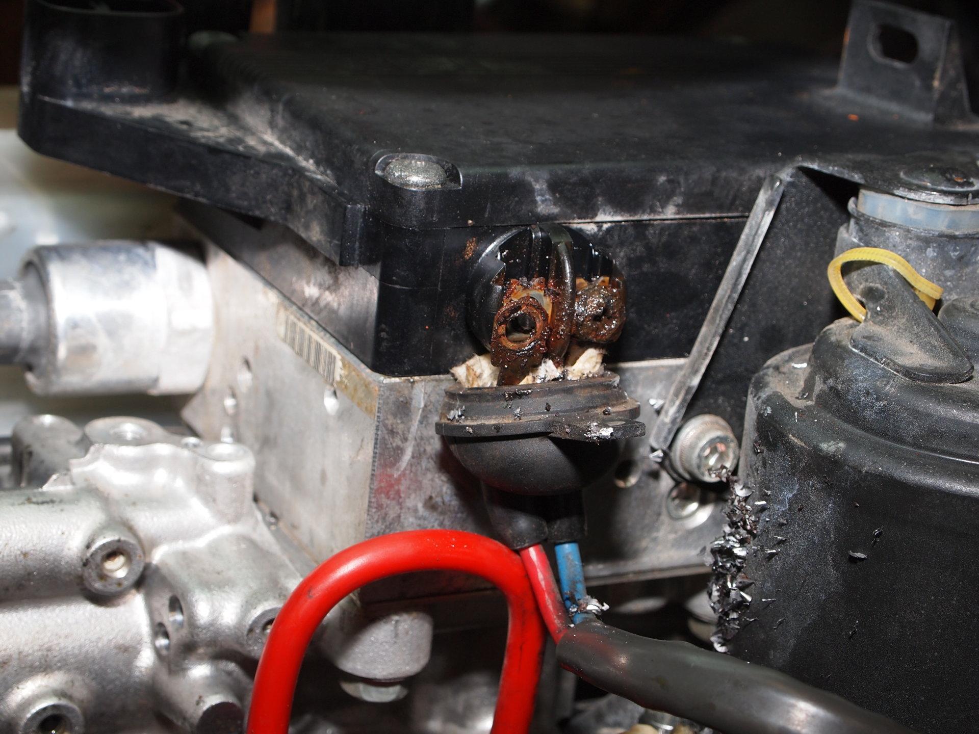 ABS rusty screws (5).JPG