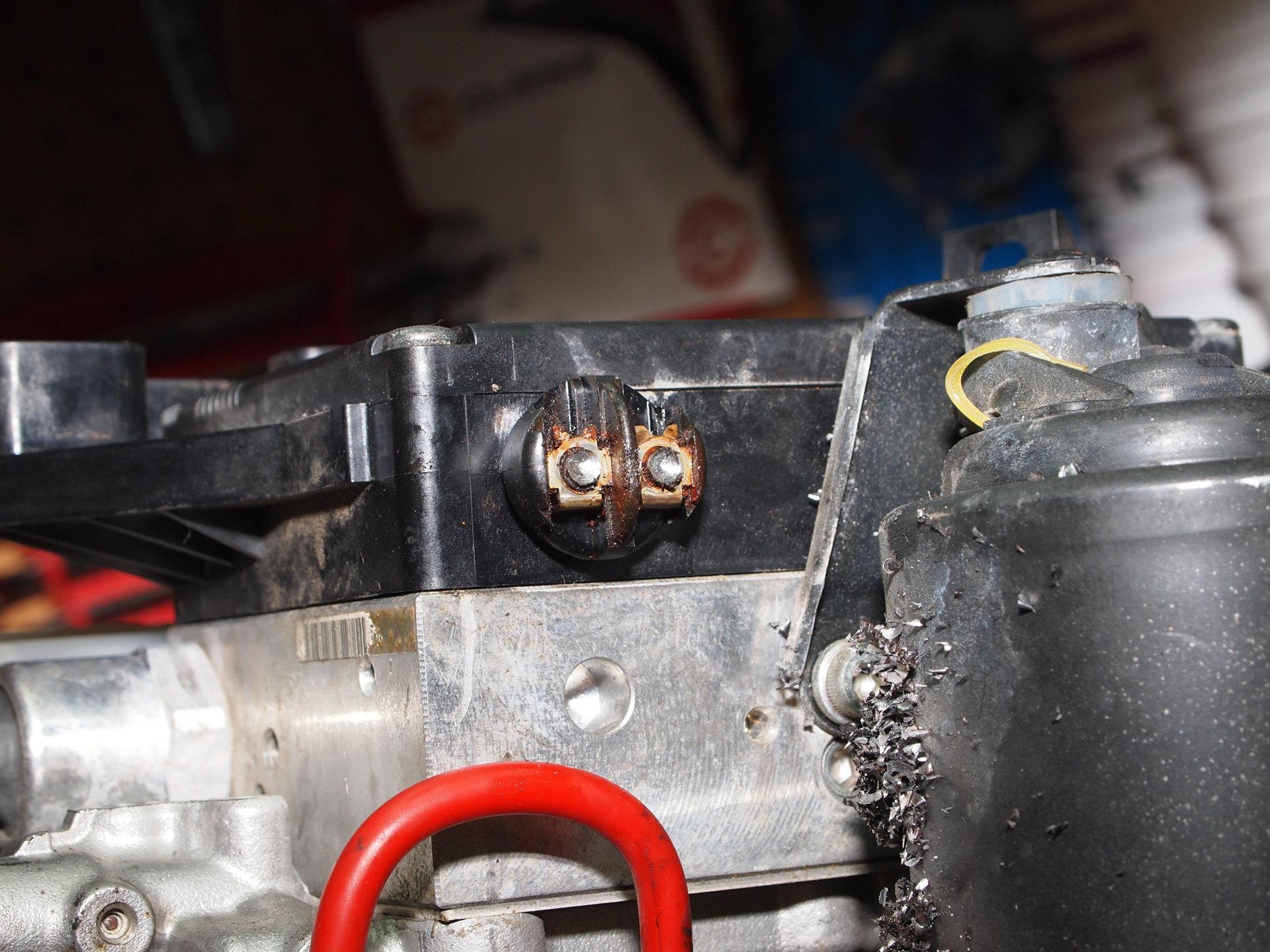 ABS rusty screws (6).JPG