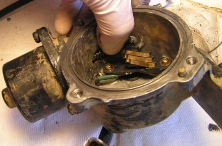 actuator motor cover removal trick.JPG