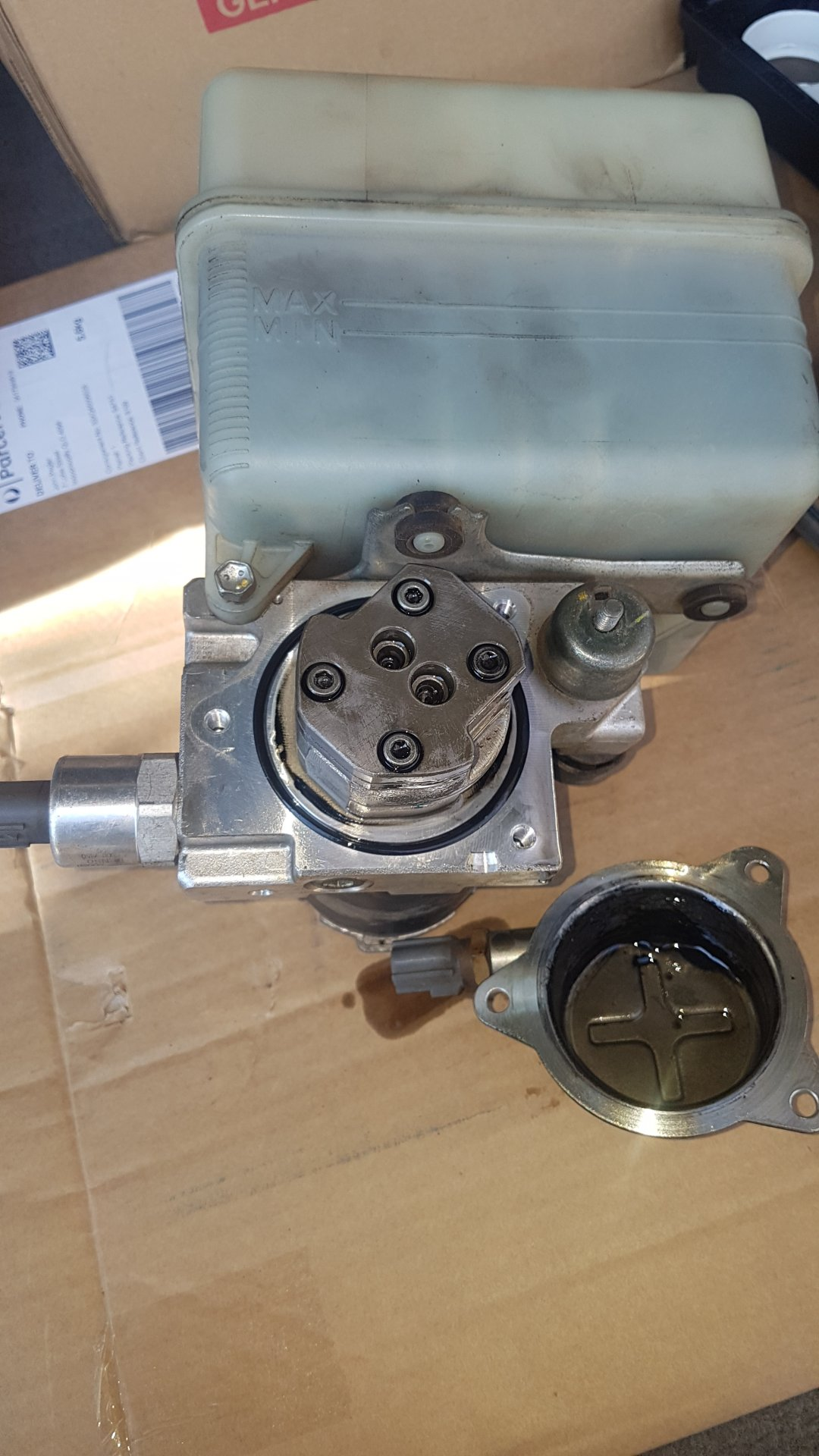 AHC Pump - Cover removed.jpg
