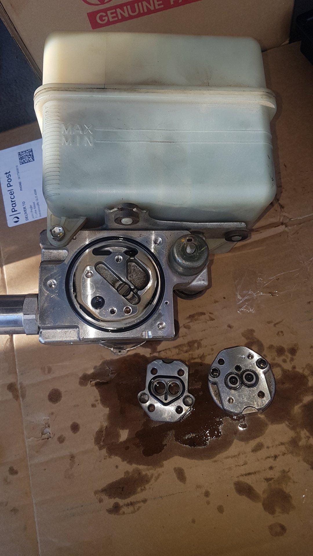 AHC Pump - Disassembled 1.jpg
