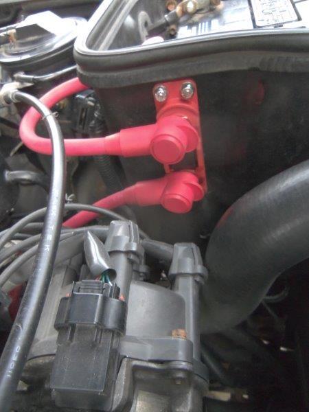 Alternator fuse holder on battery box.jpg