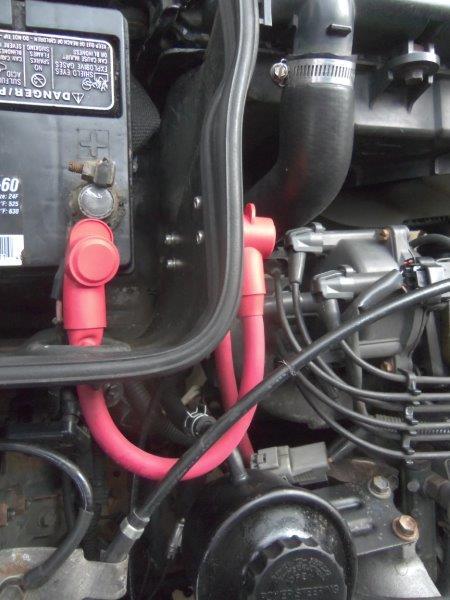 Alternator fuse holder on battery box top.jpg