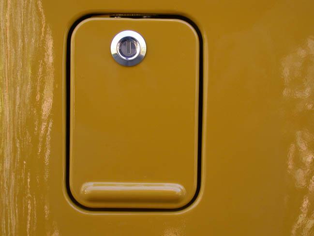 Aux Fuel Door 01.jpg