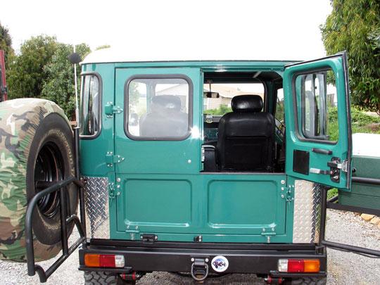 Deckers_FJ40_Half_Ambulance_Doors.jpg