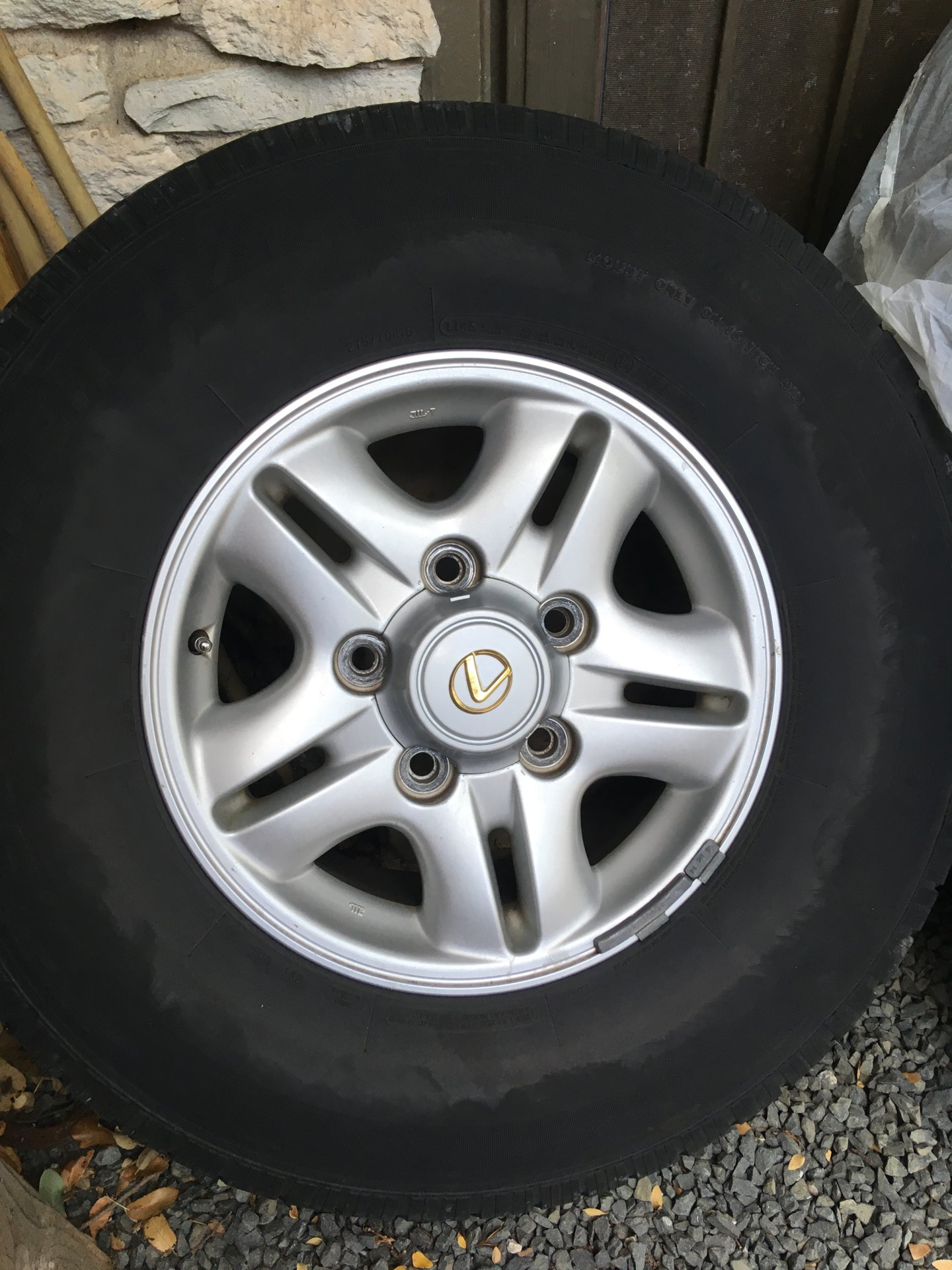 Dual-spoke_LX470_OEM_16in_wheel.jpeg