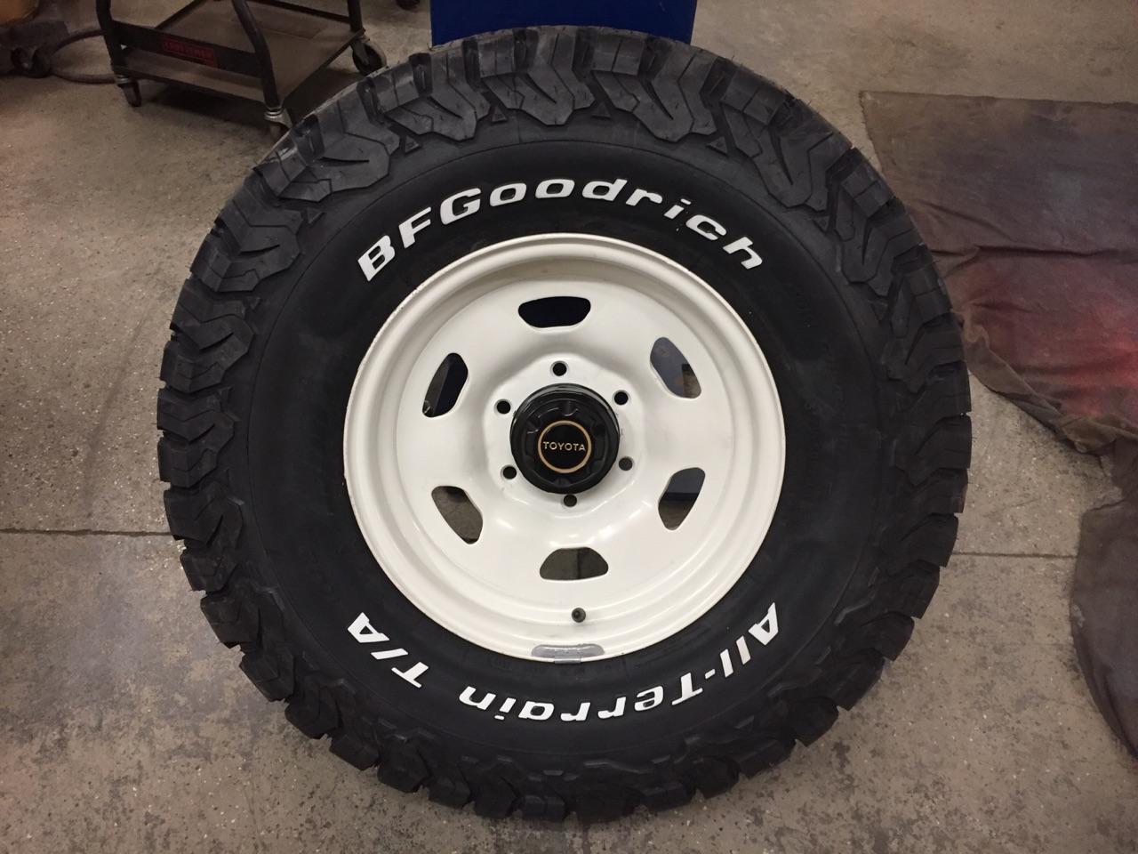 fj40 white wheel.jpg