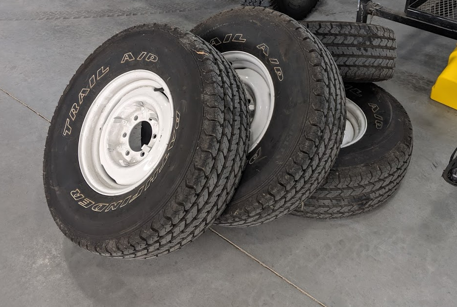 Fj40_Tires_and_Wheels.png