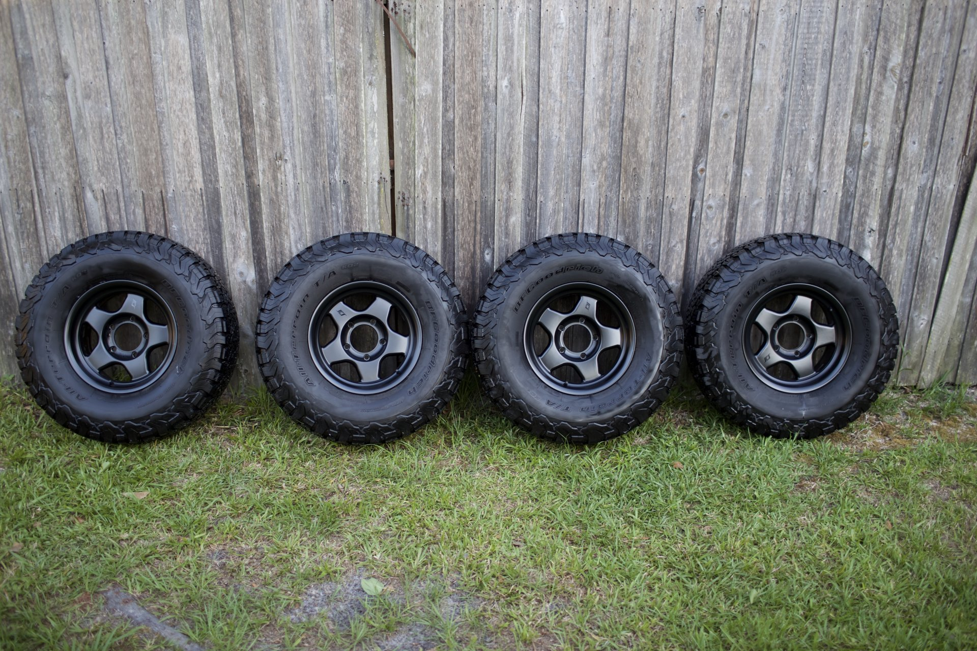 For Sale - (4) SCS Matte Black F5 Wheels with 295/75/16 KO2 and Lugs