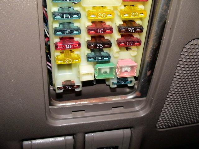Fuse box missing Diff Lock 30amp fuse.JPG