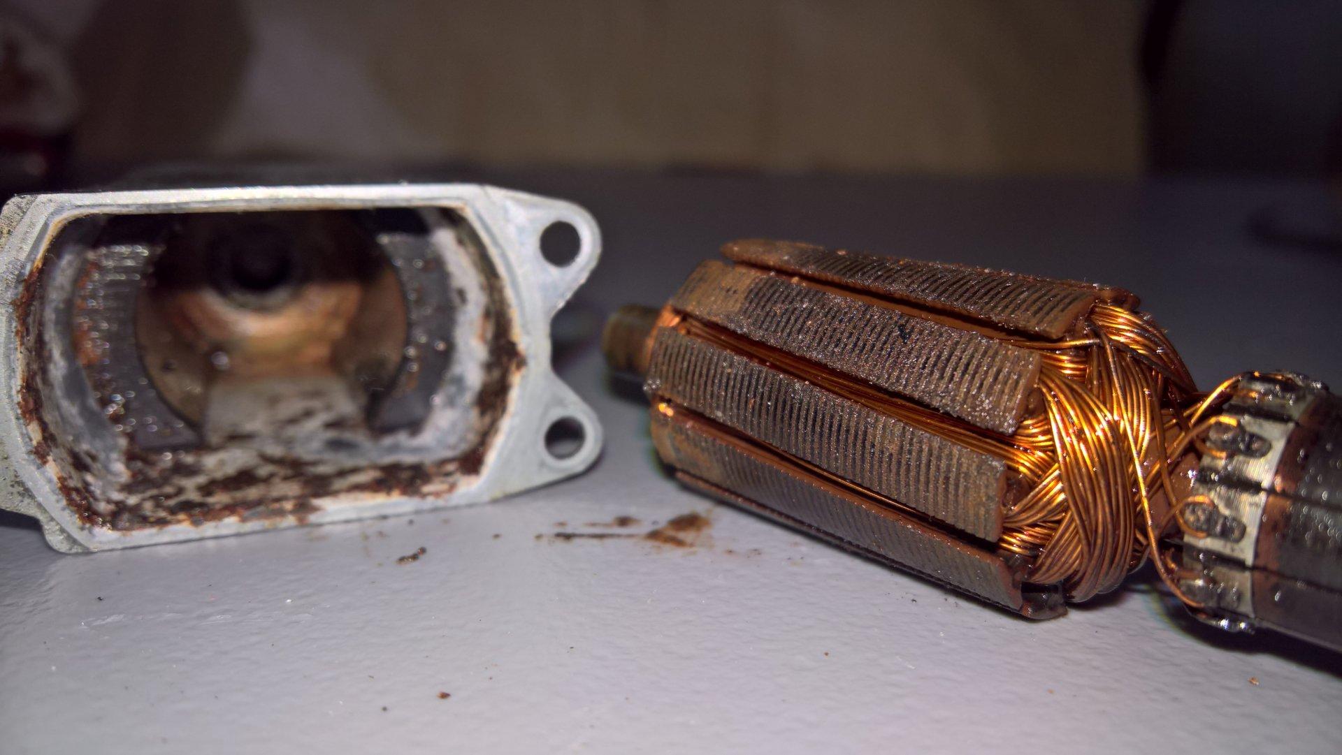 FZJ80 rear window lift motor rusty case armature.jpg