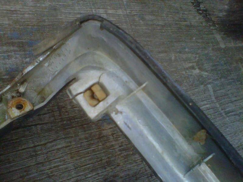 Headlightdoorcrack.jpg