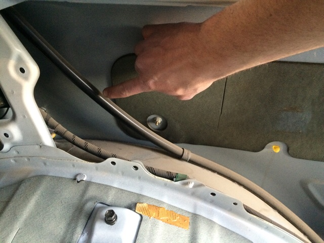 Need confirmation: are these the rear sunroof drain tubes? | IH8MUD