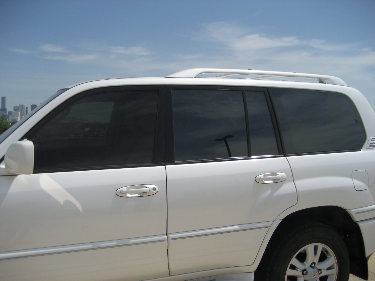 Looking for pics of a 100 with 20 tint on front and 5 for 20 window tint at night