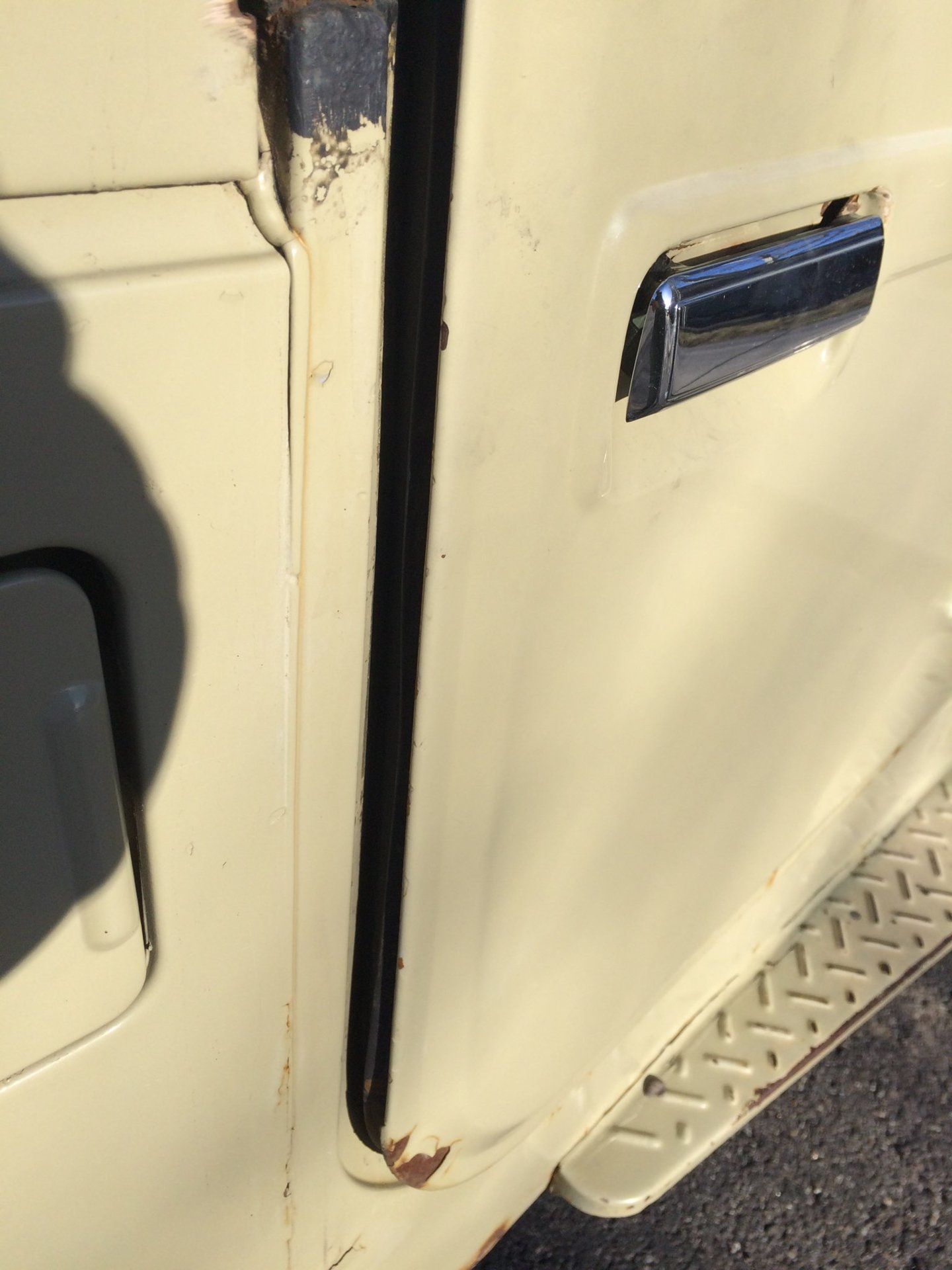 Gap at front of door with hinge. & 82 Door Alignment | IH8MUD Forum