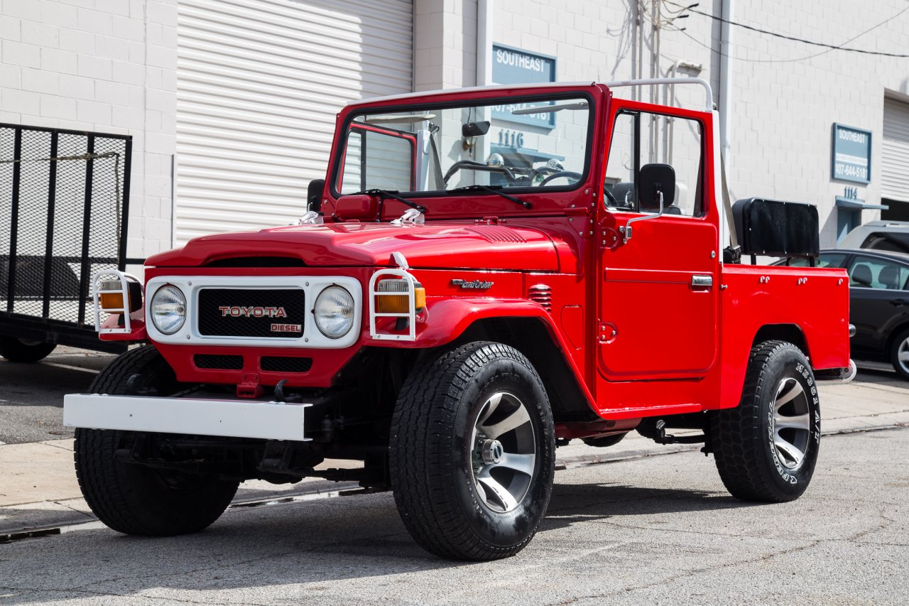 The vehicle is equipped with 4x4 and is powered by the rare diesel b engine 3 0l connected to a 4 speed manual transmission