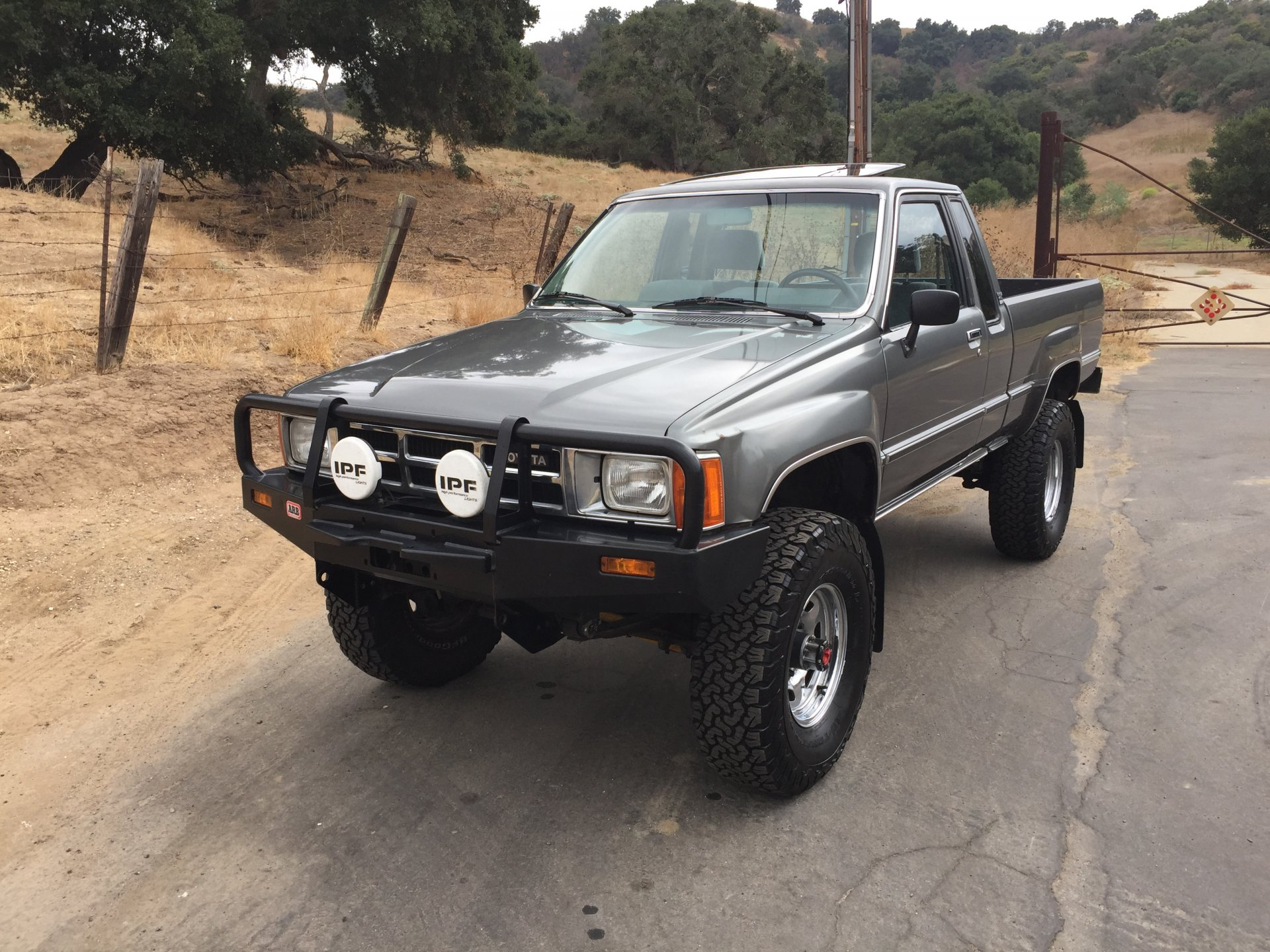 For Sale - 1985 Toyota 4x4 Pickup Truck Solid Axle EFI 22RE