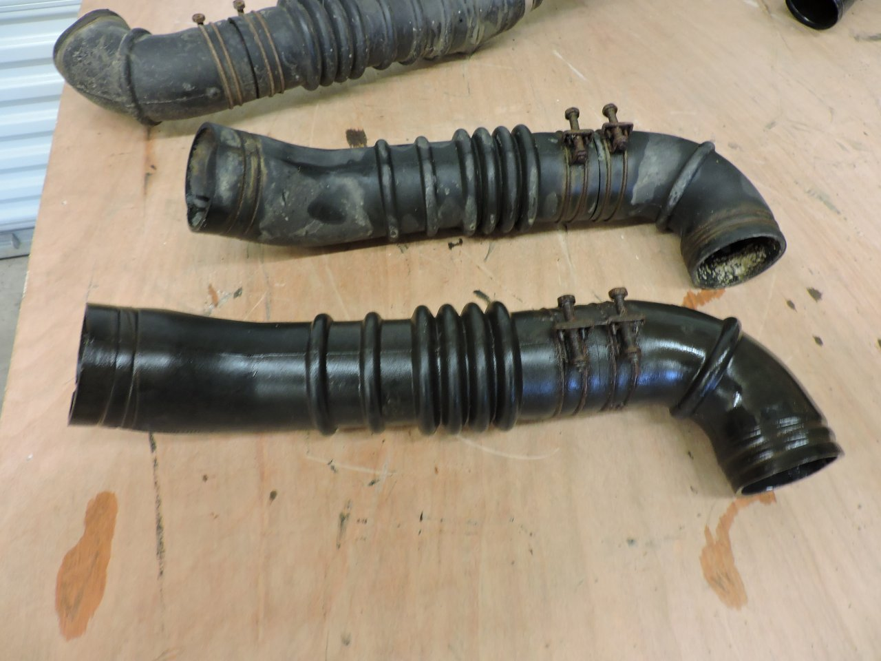 View attachment 1112397 ... & For Sale - BJ40 BJ42 airbox and rubber intake hoses | IH8MUD Forum