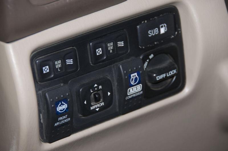 LC 99 dash switch panel.jpg