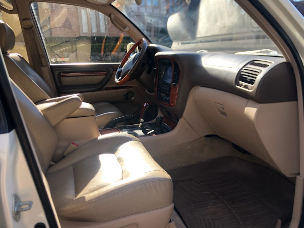Lexus12int.jpg