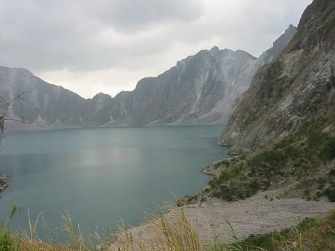 pinatubo crater.JPG