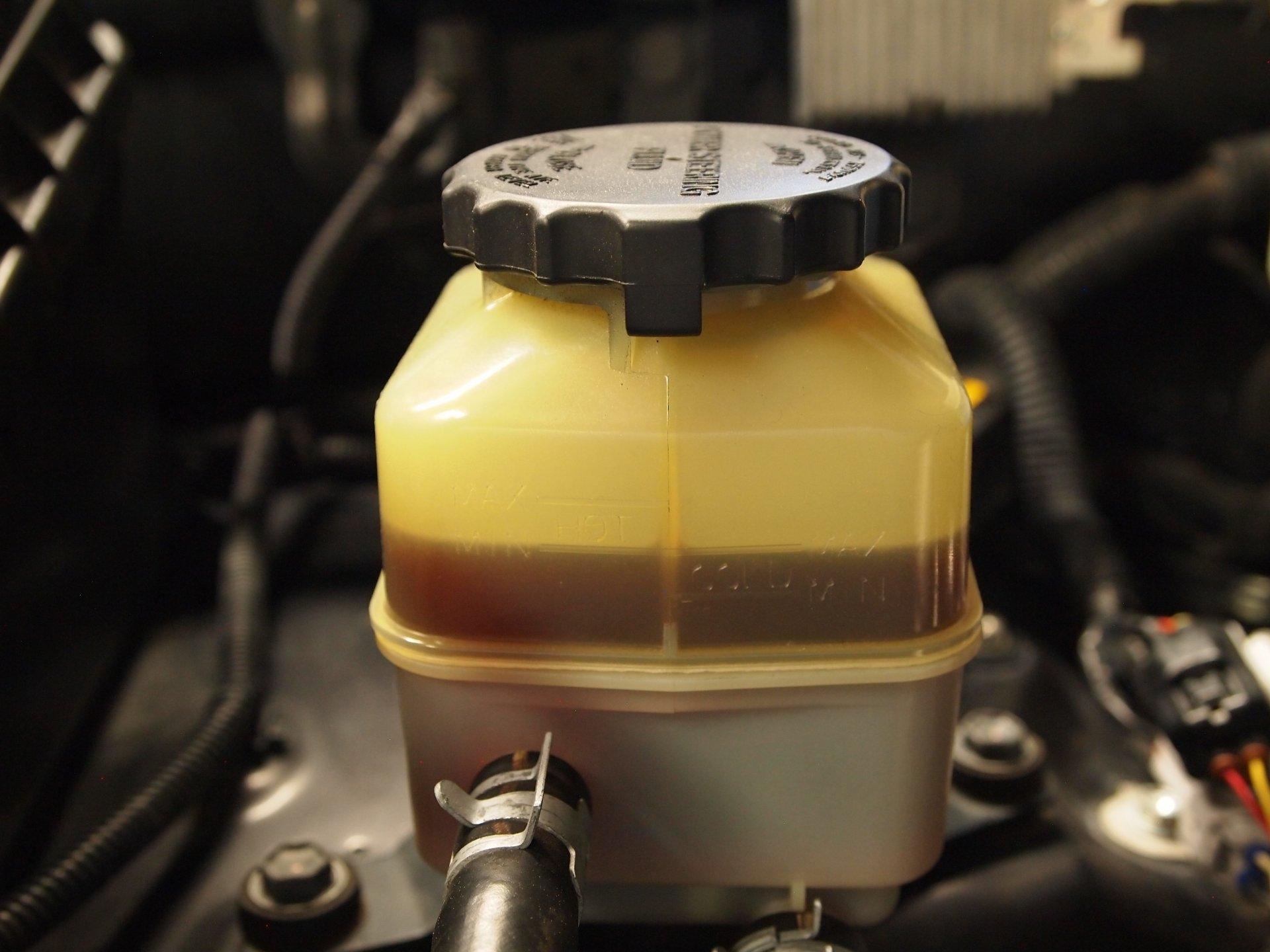 Power steering reservoir 5-22-17 (2).JPG