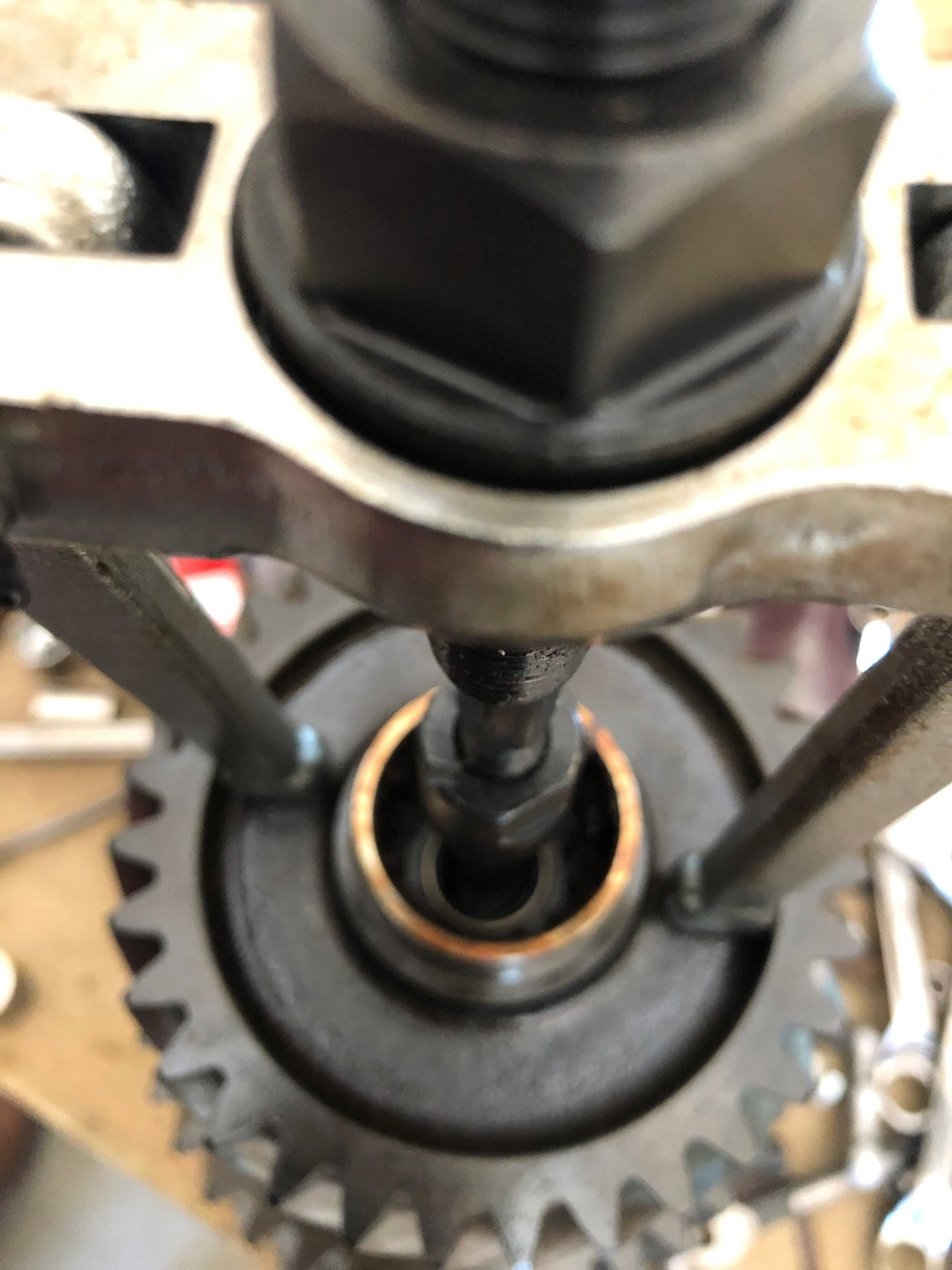 PULLER USED TO PULL THE COLLETTE TO REMOVE THE NEEDLE BEARING.jpg