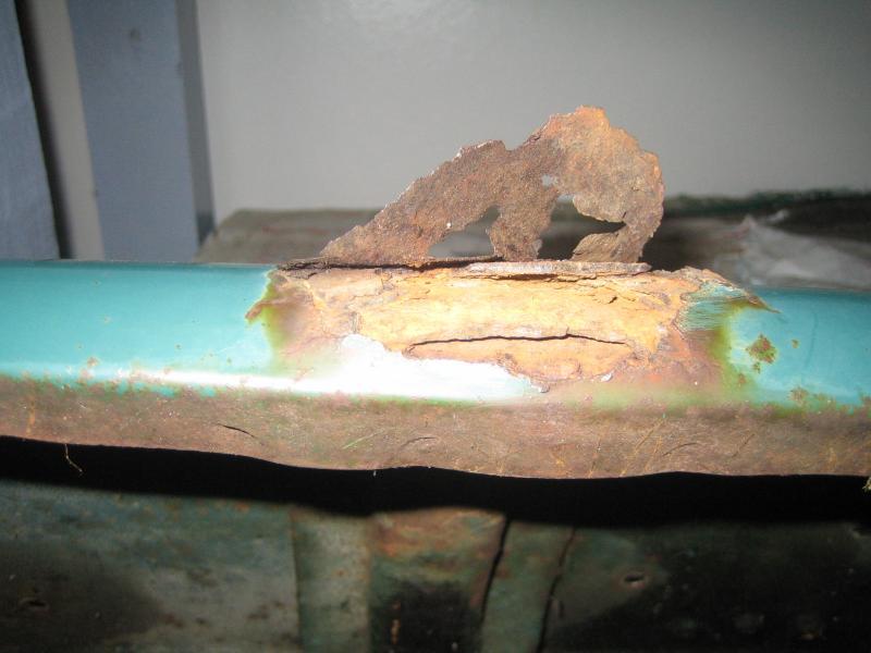 r outer fender rust 2.jpg
