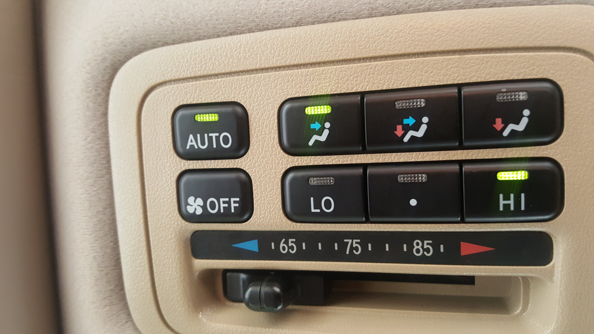 Rear AC controls.jpg