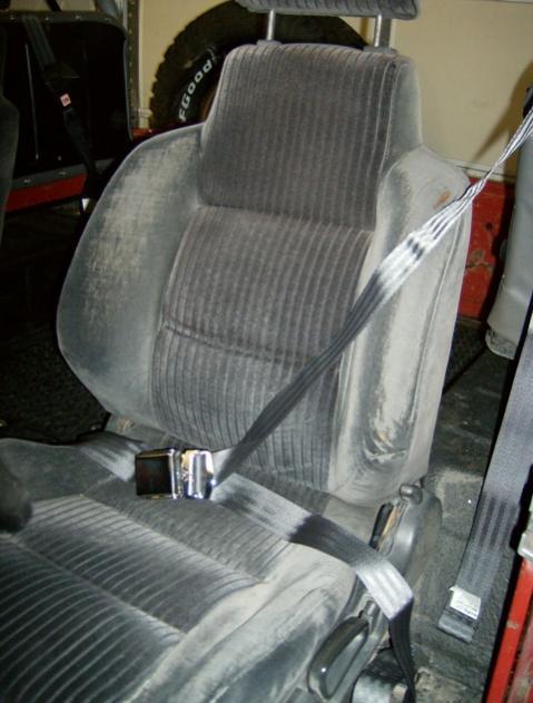 seat belts 001.jpg