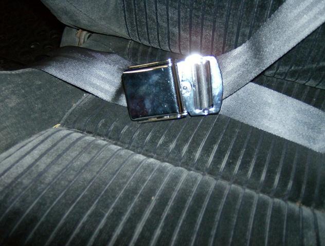 seat belts 002.jpg