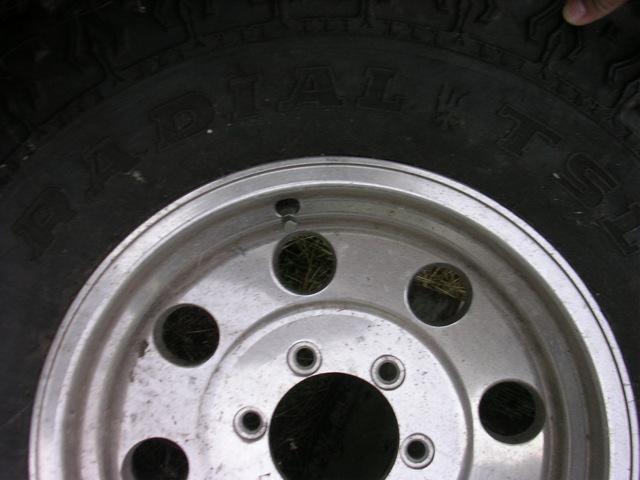 tire and rim 33x12.5x16 150 3.JPG