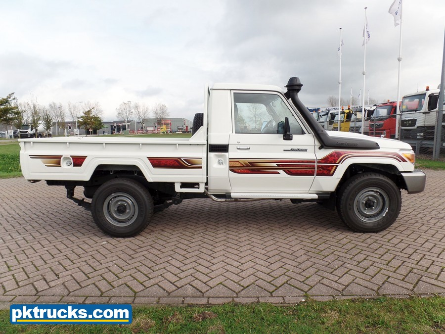 Toyota-Land-Cruiser-HZJ79L-4x4-4-2.jpg