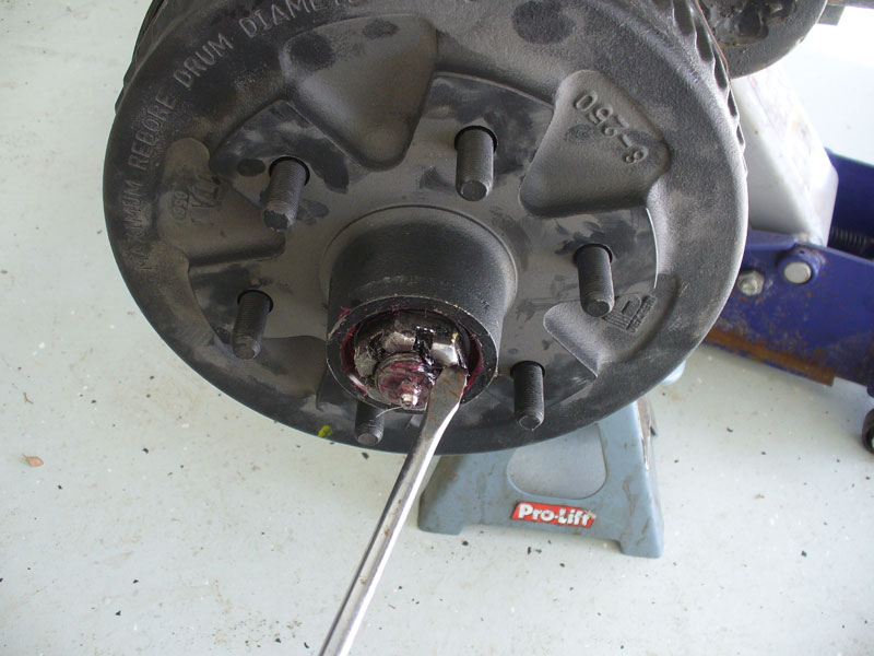 how to change a trailer hub