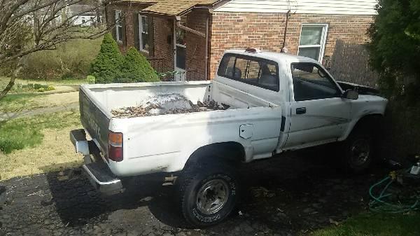 Truck white 1.jpg