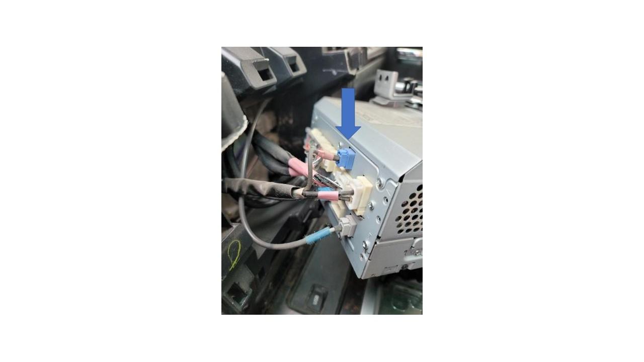 XM antenna plug.jpg