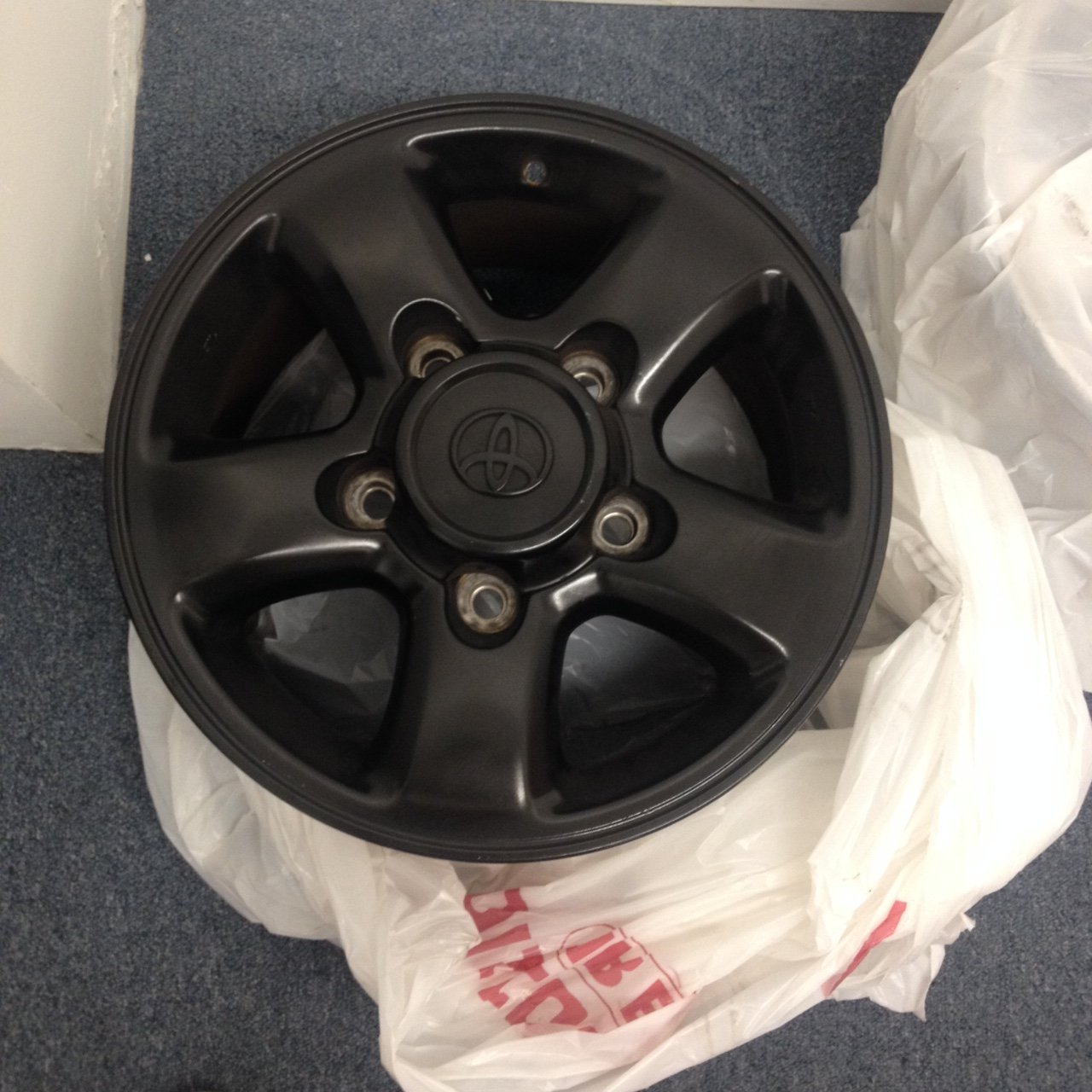 100 OEM Wheel & Cap Black